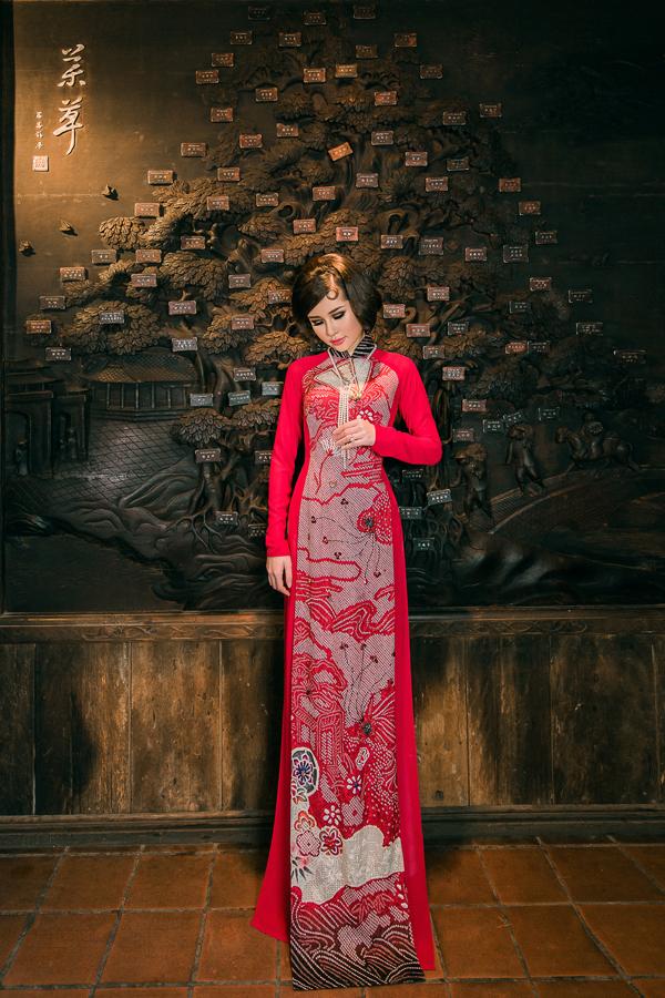 Chất liệu lụa Nhật Bản với hoạ tiết đẹp như một bức tranh thủy mặc dễ dàng áp dụng cho trang phục truyền thống Việt Nam.