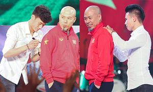 Nhạc sĩ Huy Tuấn chớp thời cơ xin chữ ký Quang Hải, Tiến Dũng