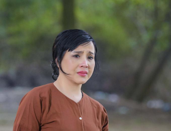 NSND Lan Hương chia sẻ, khi lắng ngheQuê mẹ người ơi của Lương Nguyệt Anh, chị đã bị cuốn vàocảm xúc trong bài hát. Từng lời ca khiến chị xúc động và nghẹn ngào rơi nước mắt trước ống kính một cách tự nhiên.