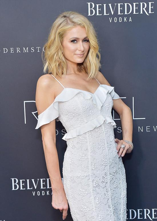 Paris Hilton đang hào hứng trở thành cô dâu.