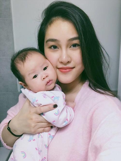 Chị Alen và con gái.