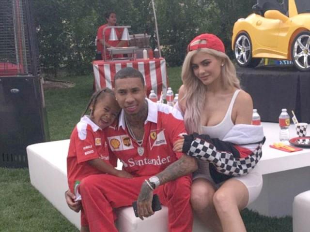 Kylie tổ chức tiệc sinh nhật hoành tráng cho con trai của Tyga.
