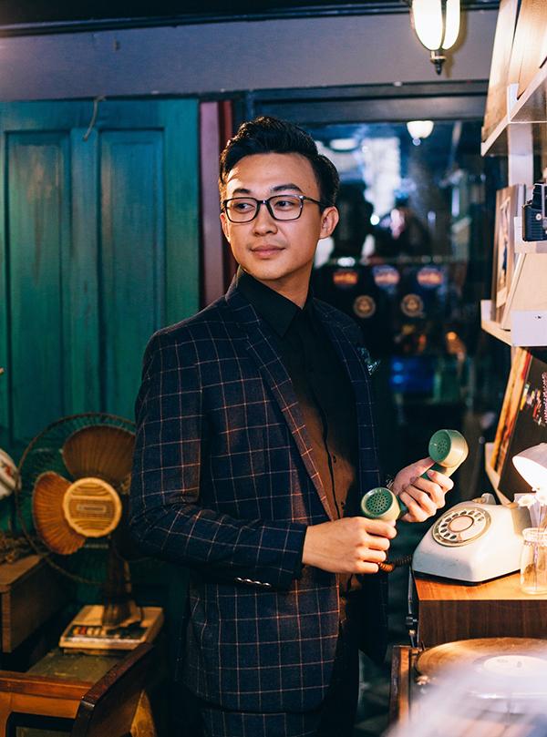 Phan Tô Ny làm MC của Đài truyền hình TP HCM và các sự kiện giải trí. Vì vậy, phong cách ăn mặc của anh cũng rất đa dạng.