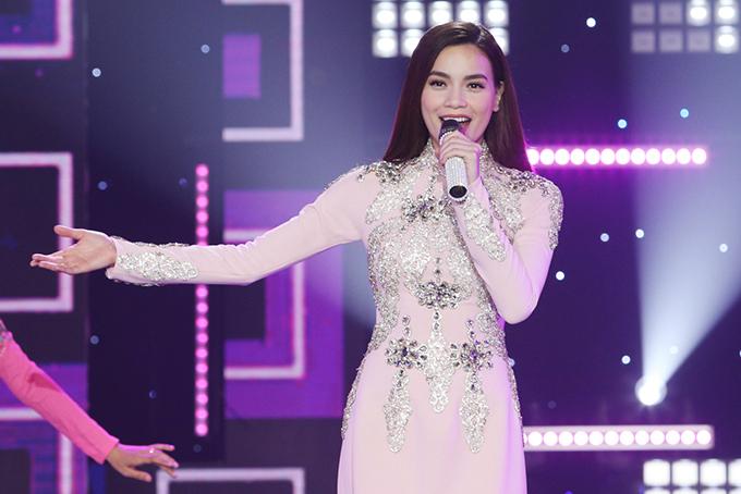 Hồ Ngọc Hà bật mí, cô làm mới một ca khúc quen thuộc về mùa xuân để tặng khán giả truyền hình.