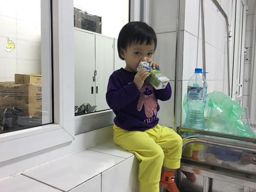 Con gái chị Thu Hà có nhiều biểu hiện của bệnh cúm A.