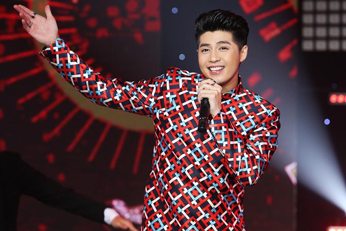 Trong khi đó, Noo Phước Thịnh lại mang đến ca khúc Vị quê nhà -bài hát đã được yêu thích từ đầu năm 2017 nhưng đây lại là lần đầu nam ca sĩ trình diễn trên sân khấu.