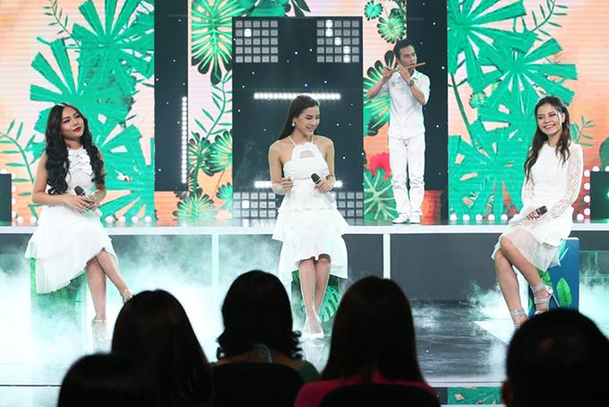 Bộ ba quán quân các cuộc thi ca hát Vũ Thảo My, Phương Trinh Jolie, Tia Hải Châu kết hợp trong ca khúc Việt Nam tươi đẹp.