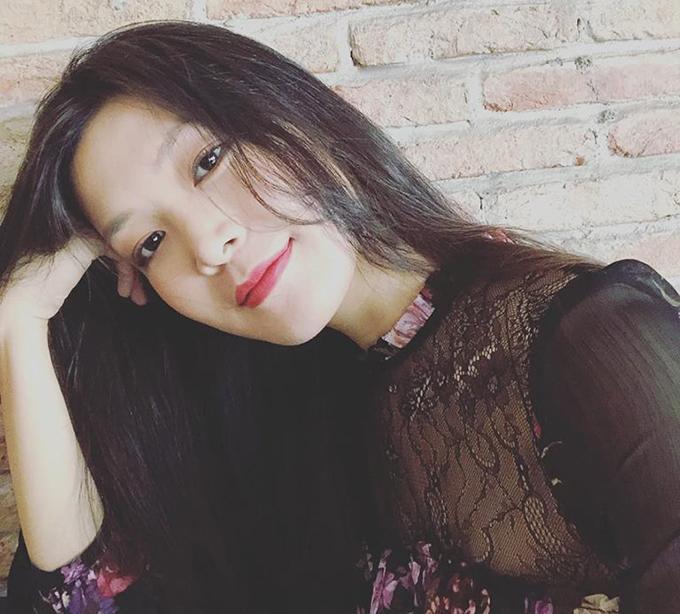 Hoa hậu Thuỳ Dung than thở vì chưa có đồ diện Tết - chung tâm trạng với nhiều chị em thời điểm này.