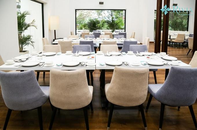Ngoài các món ăn ngon, nhà hàng còn có không gian rộng rãi và sang trọng, là điểm cộng cho những buổi tiệc thú vị bên gia đình, bạn bè và đồng nghiệp.