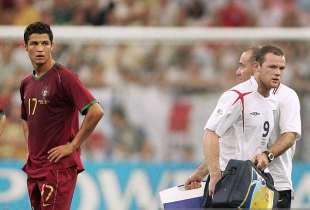 Rooney thẳng thắn cho biết, anh và C. Ronaldo là đồng đội ở MU lúc đó nhưng trong trận đấu lại là hai đội đối địch