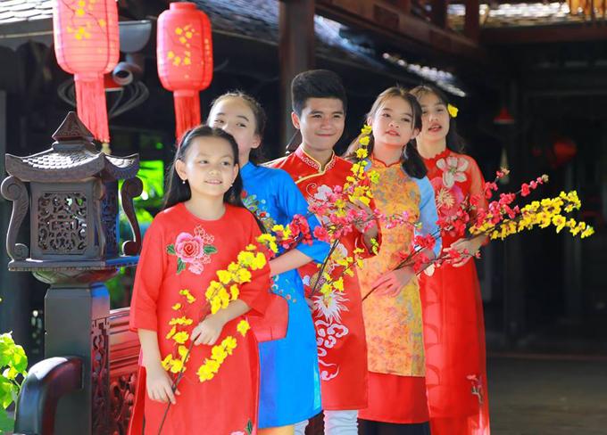 Nhạc sĩ Hoài An tiết lộ, ngoài MV này, anh và êkíp của mìnhcòn thực hiện 51 MV khác dành cho trẻ em. Trong đó, MV Bánh chưng bánh giầy và phiên bản hai của Ngày Tết Việt Nam do ca sĩ Đăng Nguyên và các giọng ca nhí thể hiện đã được phát hành.
