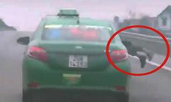 Bắt tài xế taxi phóng 100km/h dù cảnh sát đang bám nắp capo