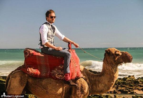 Ngoài thời gian đứng lớp, Robert có sở thích đi du lịch, khám phá. trong những bức ảnh trên Instagram, Robert có lúc cưỡi lạc đà ở sa mạc Morocco, hay cởi trần trong khung cảnh tuyết trắng phủ dày ở Na Uy.