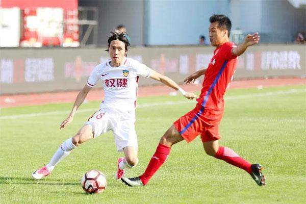 Zhang Xiuwei đầu quân cho Thiên Tân Quyền Kiện năm 2016 sau hai năm tập luyện trong đội trẻ Lyon, Pháp.