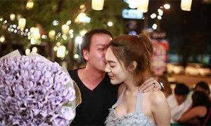 Cô gái tặng bạn trai bó hoa khổng lồ làm từ tiền mặt