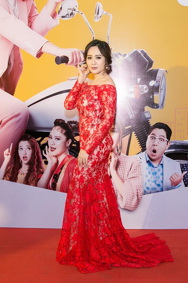 Thanh Thuý mặc lộng lẫy dự ra mắt phim. Vai Phụng Anna của cô nhận được nhiều lời khen ngợi.
