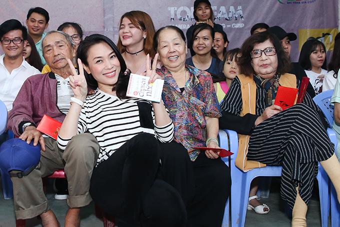 Mỹ Tâm cho biết, sau chuyến đi này, cô sẽ về quê để tặng quà Tết cho bà con nghèo ở Đà Nẵng và Quảng Nam.