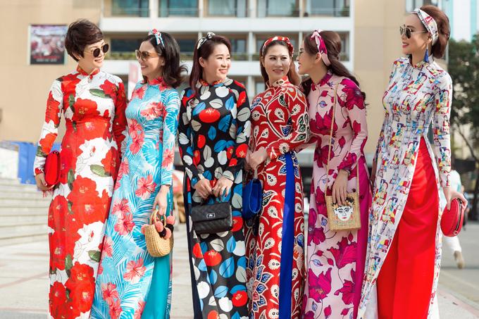 Bộ ảnh được thực hiện với sự hỗ trợ của nhiếp ảnh Chanh, stylist Hary Nguyễn, trang phục Trương Minh Nghĩa.