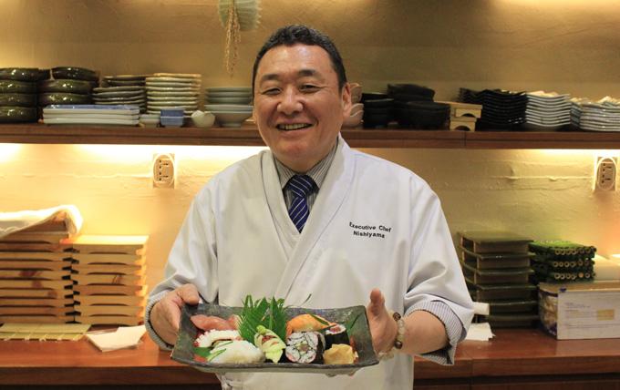 Ông Nishiyama Kazuo - bếp trưởng nhà hàng cho biết, tại Fuji, nguồn nguyên liệu như bò, cá, hải sản được nhập trực tiếp từ Nhật Bản cùng các loại rau củ quả tươi ngon sẽ mang lại hương vị trọn vẹn cho món ăn và gây thương nhớ trong lòng thực khách.