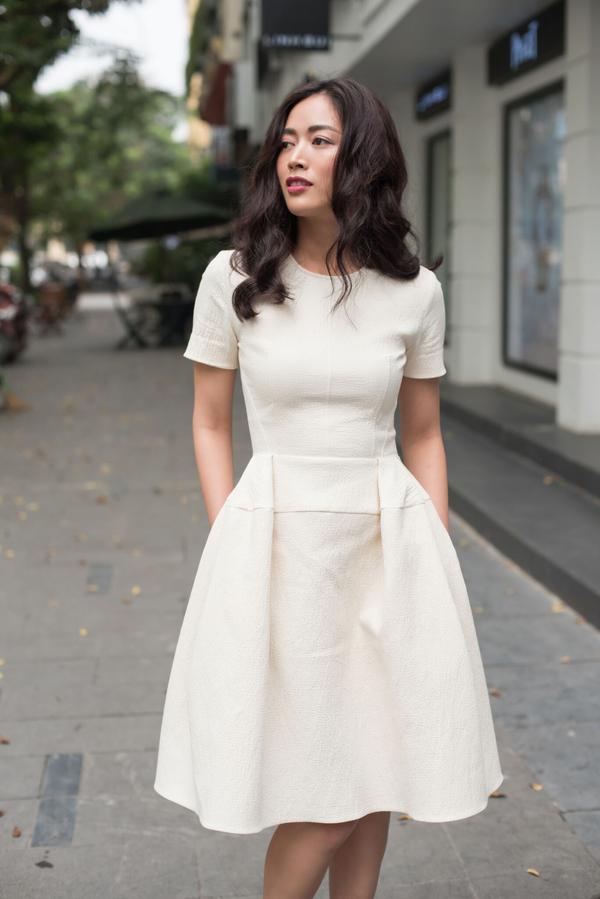 Các mẫu váy ngắn tông màu đơn sắc với cách chăm chút kỹ lưỡng từ khâu chọn lựa chất liệu đến đường cắt may chỉn chu.