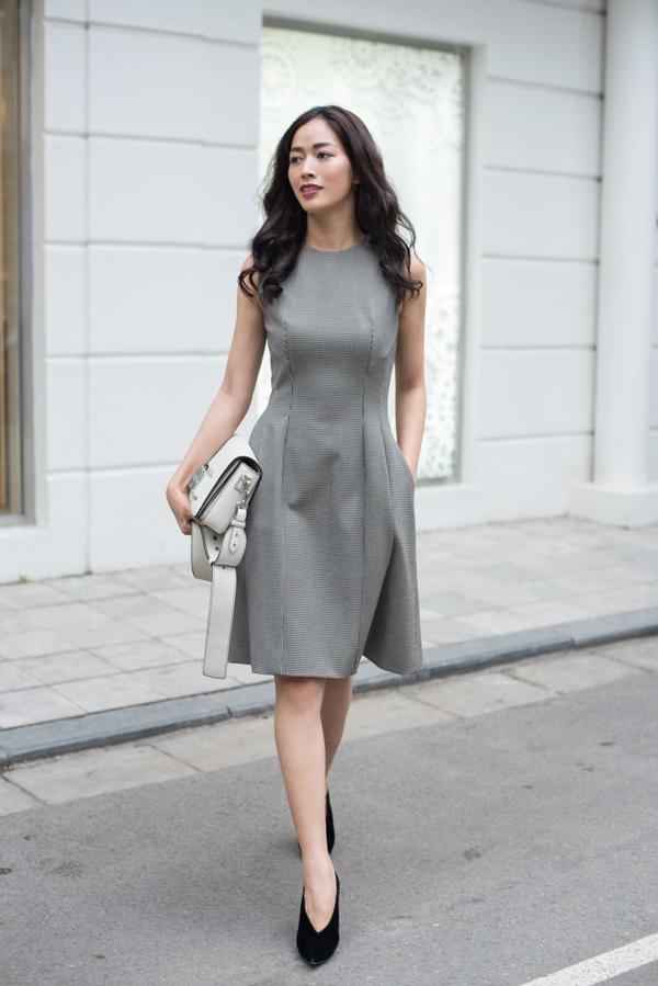 Bộ ảnh được thực hiện với sự hỗ trợ của người mẫu Mai Thanh Hà, trang phục Đặng Hải Yến.