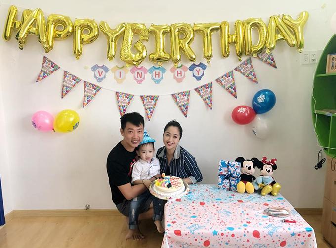 Vợ chồng Ốc Thanh Vân tổ chức tiệc sinh nhật cho béCacao và nhắn nhủ con trai: Nhanh quá là nhanh em bé ơi. Ngày nào còn là em bé da trắng, môi đỏ, mắt to, giờ con là một chàng trai rồi nè.