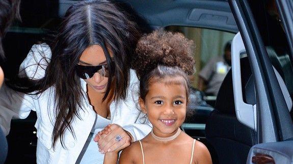 North, 4 tuổi, là con đầu lòng của Kim và Kanye West.