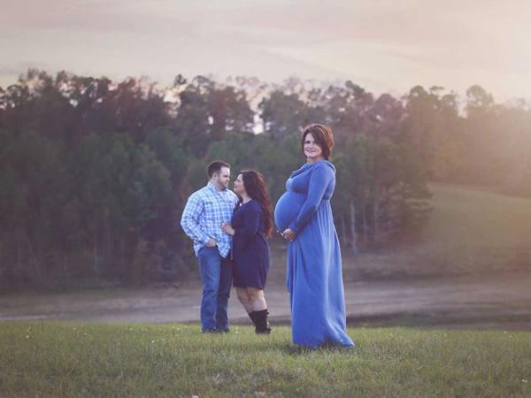 Tôi hạnh phúc và ngạc nhiên với điều kỳ diệu ngọt ngào này. Cóđứa connhờ mang thai hộ thậtkhông dễ dàng, đặc biệt làvới mẹ chồng tôi. Nhưng sự có mặt củaKross khiến mọi khó khăn, vất vả như tan biến, Kayla chia sẻ.