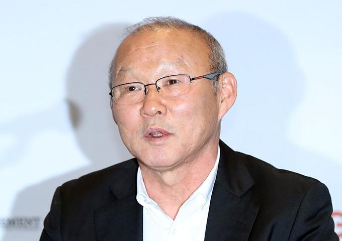 HLV Park Hang-seo trong buổi họp báo tại Hàn Quốc hôm 8/2. Ảnh: SBS.