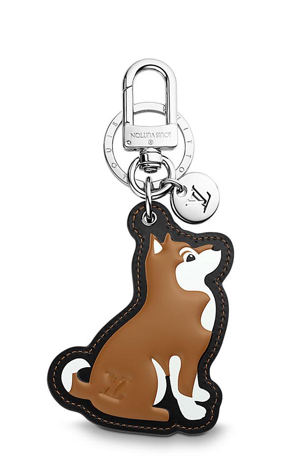 Louis Vuitton lại dành tặng các quý cô mê hàng hiệu các kiểu charm đeo túi xinh xắn mô phỏng hình ảnh nhiều loài chó cảnh.