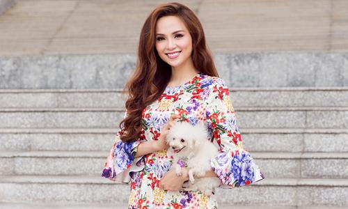 Diễm Hương làm nàng xuân với loạt váy áo hoa