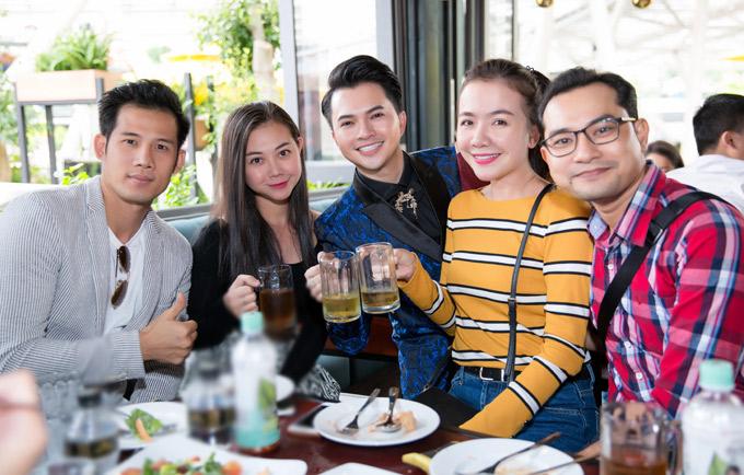 Vợ chồng Huỳnh Đông - Ái Châu, diễn viên Thanh Thức cùng nhiều bạn bè dự buổi tiệc ấm cúng của Nam Cường tại TP HCM.