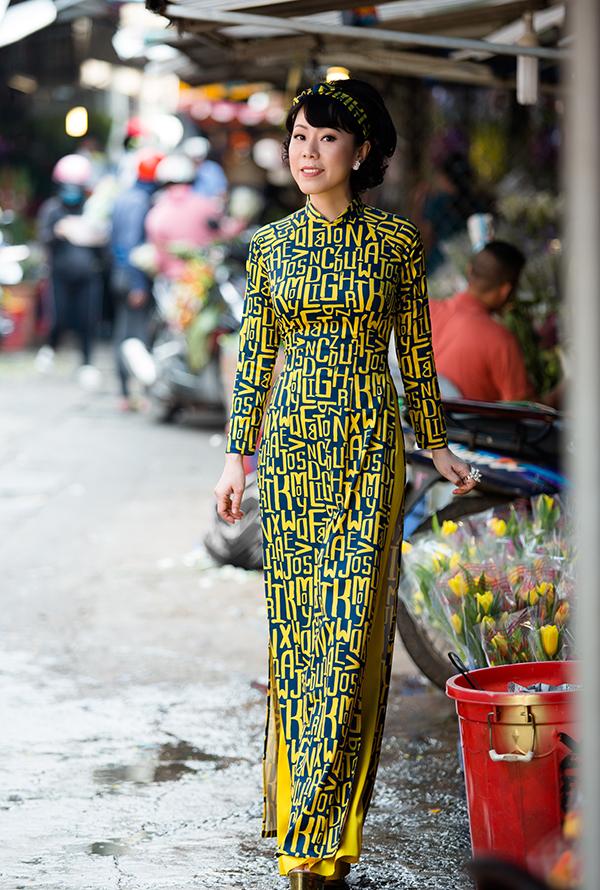 Bộ ảnh được thực hiện với sự hỗ trợ của nhiếp ảnh Alex Cui Dũng, trang điểm Eric Nguyễn, người mẫu ca sĩ Yến Xuân, trang phục Trương Minh Nghĩa.