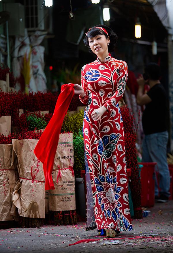 Bộ sưu tập Nàng xuân của nhà thiết kế Trương Minh Nghĩa nắm bắt đúng dòng chảy của xu hướng và chiều lòng phái đẹp trong việc chọn trang phục hợp mốt đón Tết.