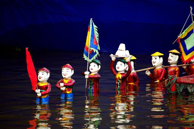 Múa rối nước trong nhà là chương trình độc đáo được diễn ra tai SC VivoCity vào dịp đầu năm mới. Các vở múa rối nước như Múa tứ linh, Múa rồng, Loan phụng, Lân tranh cầu, Múa tứ linh& được biểu diễn miễn phí sẽ mang đến những trải nghiệm văn hóa thú vị cho các gia đình, đặc biệt là những em thiếu nhi.