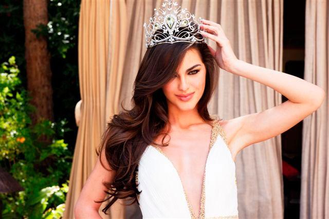 Mỹ nhân của năm 2011 là Hoa hậu Ukraine, Olesya Stefanko. Cô từng gây ấn tượng mạnh mẽ tại cuộc thi Miss Universe 2011 với nhan sắc hút hồn và đạt thành tích Á hậu 1. Olesya hiện định cư và phát triển sự nghiệp người mẫu ở New York, Mỹ.