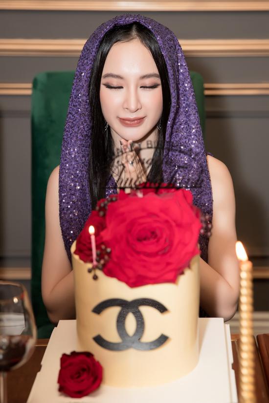 Bước sang tuổi mới, Angela Phương Trinh hy vọng cô sẽ gặp nhiều may mắn hơn trong sự nghiệp. Năm 2017, cô tham gia phim ca nhạc Glee và liên tục đắt show event, quảng cáo. Cô cũng giữ vững phong độ khi luôn chiếm sóng thảm đỏ bằng những trang phục cầu kỳ.