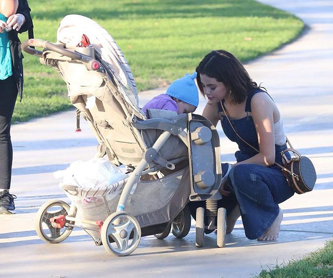 Selena có một em gái cùng mẹ khác cha hiện 4 tuổi. Nữ ca sĩ thường về chơi với em ở Texas vào mỗi cuối tuần.