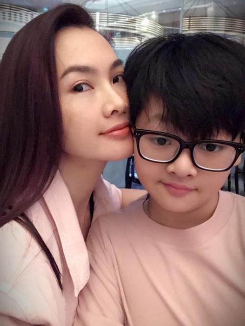Anh Thư và gia đình đang có kỳ nghỉ ở Singapore đón năm mới.
