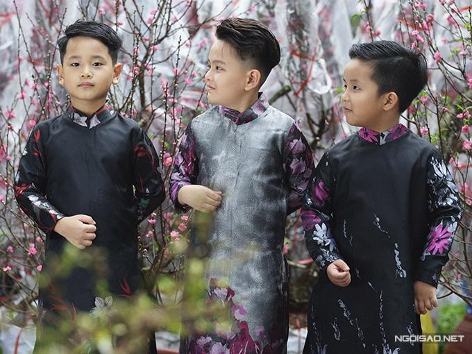 Sắc đào tươi thắm của phương Bắc mang tới điểm nhấn ấn tượng trong vườn hoa xuân Sài Gòn, chính vì thế khu vực đào Hà Nội luôn thu hút các du khách.