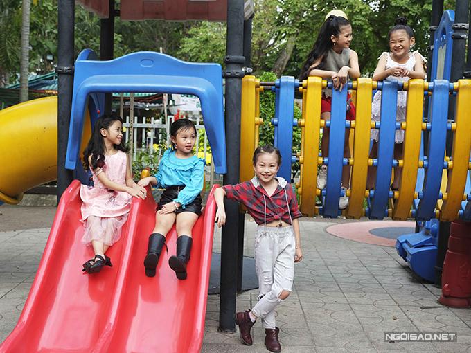 Sau 3 ngày Tết với những tập tục cổ truyền như đi chúc Tết ông bà, cha mẹ và thầy cô, các bé sẽ được thoả thích vui chơi cùng bạn bè ở các trung tâm vui chơigiải trí hay khu du lịch náo nhiệt.