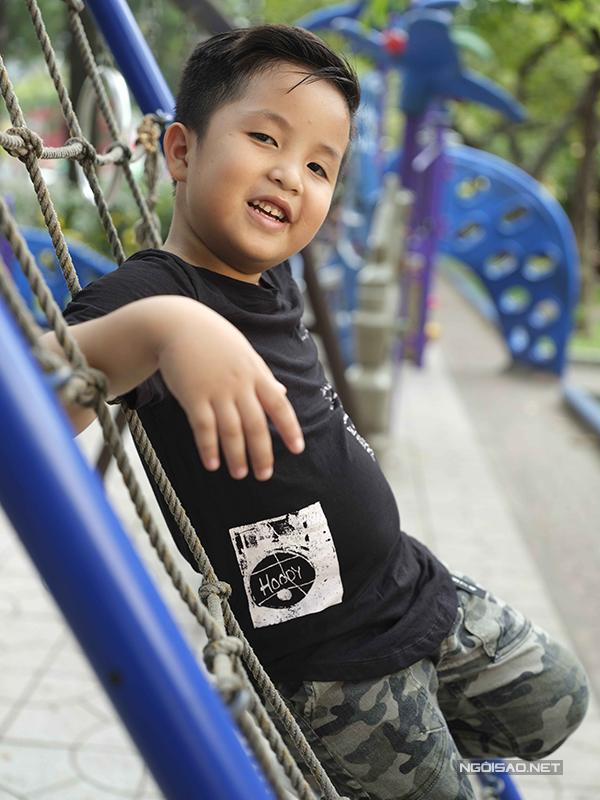 Bộ ảnh được thực hiện với sự hỗ trợ của nhiếp ảnhĐại Ngô, trang điểm và làm tócHuy Nguyễn,Mẫn Ni, stylistPhương Phương,Hạnh Nguyên, người mẫu nhóm mẫu nhí Pinkids.