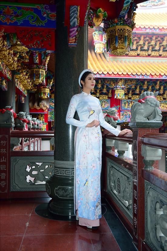 Ngọc Hân chịu mưa lạnh 10 độ C khi chụp ảnh áo dài tại Đài Loan