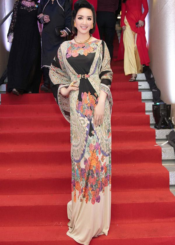 Hoa hậu đền Hùng Giáng My dịu dàng khoe sắc trong một thiết kế hàng hiệu.