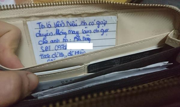 Nhờ mảnh giấy nhỏ ghi thông tin liên lạc này, cô gái đã được trả lại ví.
