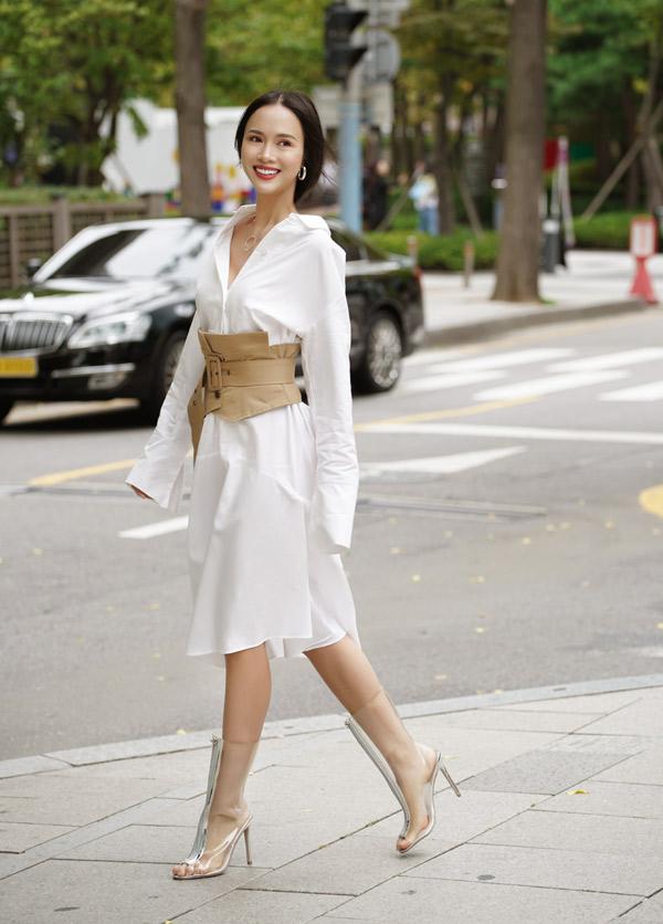 Bộ ảnh do chuyên gia trang điểm Hoàng Hiển, tạo mẫu tóc Giang Thu Nguyen hỗ trợ thực hiện.