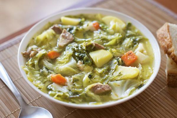 Ở Trung Quốc, nhiều người giảm cân và duy trì cân nặng bằng cách tiêu thụ một loại súp nóng. Món này được làm từ bắp cải trộn cà rốt, ớt, cà chua và muối, ăn trong 7 ngày, 3-4 lần một ngày. Ngoài súp, họ chỉ ăn các loại thực phẩm có lượng calo thấp trong thời gian giảm cân. Người Trung Quốc đánh giá đây là cách giảm cân nhanh, lành mạnh bằng chế độ ăn súp 7 ngày mỗi tháng.