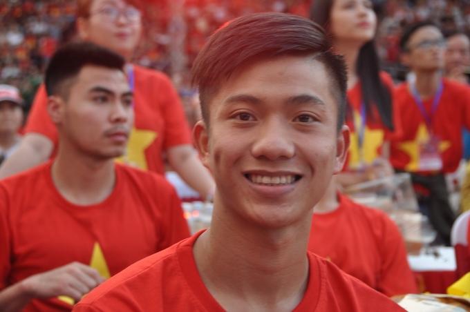 Không nhiều người biết tới Phan Văn Đức trước vòng chung kết U23 châu Á nhưng sau giải lượng follow Facebook của anh lên tới gần 600.000người theo dõi.