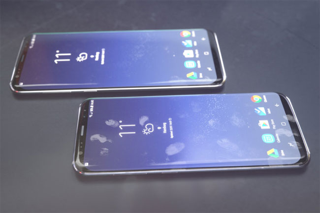 Galaxy S9 và S9+ khá tương đồng, khác nhau ở kích thước màn hình và một chút ở trang bịphần cứng.
