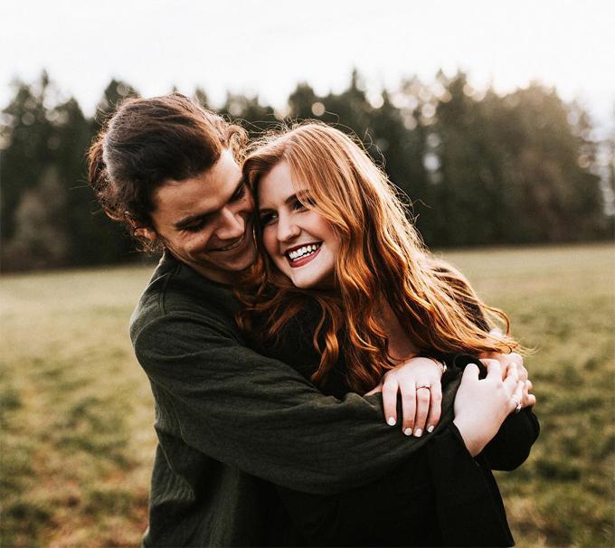 Nam diễn viên seri phim Little People, Big World Jacob Roloff thông báo tin vui với các fan hôm 27/1. Anh đã cầu hôn cô bạn Isabel Rock tại khu nghỉ dưỡng thơ mộng ở Iceland.